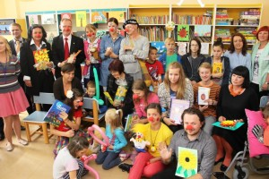 Przekazanie książek przez Fundację Zaczytani z udziałem Fundacji Doktor Klown Oddziałowi Dziecięcemu WCM w Opolu