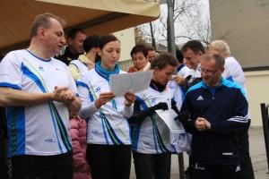 Przygotowanie do biegu z okazji rocznicy upadku Muru Berlińskiego organizowanego przez Panią Konsul RFN w Opolu - Sabinę Hacke